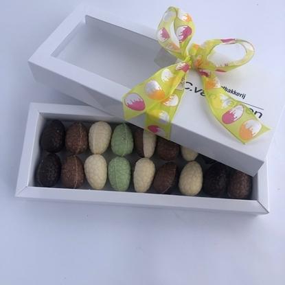 Afbeeldingen van cadeau verpakking paas eitjes